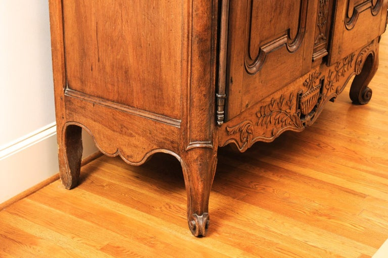 French 1740s Louis XV Walnut Armoire from Nice, with Hand Carved Foliage Décor For Sale 4