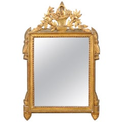 French 1790s Louis XVI Period Giltwood Mirror with Carved Flowers and Basket
