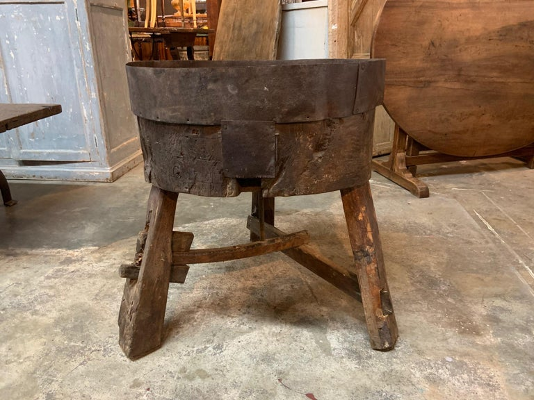 French 17th Century Moulin, Grain Grinding Billot In Good Condition For Sale In Atlanta, GA