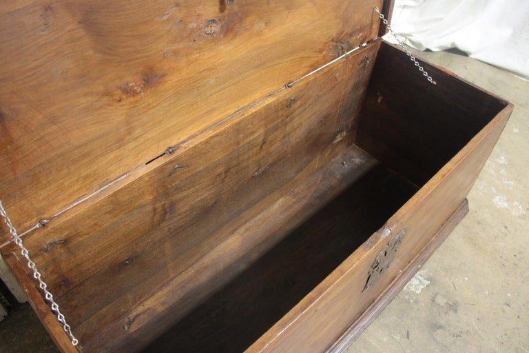 French 17th Century Trunk or Blanket Chest In Good Condition For Sale In Atlanta, GA