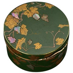 French 18-Karat Gold-Mounted and Japanese Lacquer Snuff Box, circa 1770