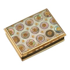 French 18-Karat Gold-Mounted Mother of Pearl Snuff Box, circa 1750