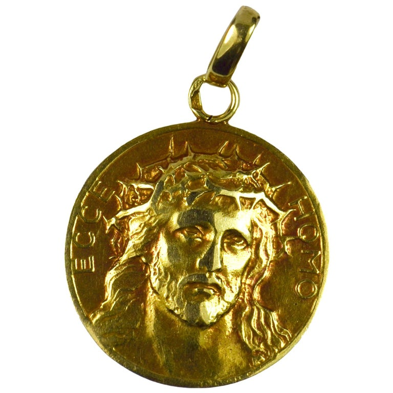 French 18 Karat Yellow Gold Ecce Homo Jesus Christ Crown of Thorns Charm Pendant For Sale
