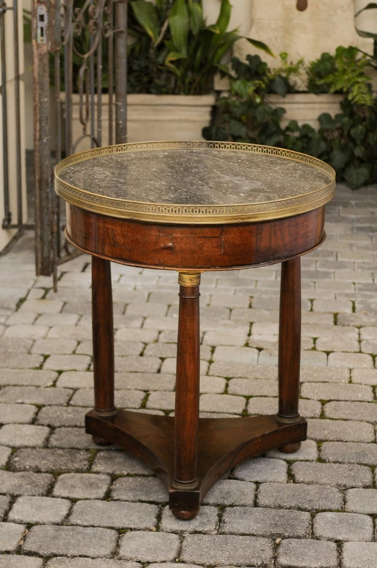 French 1810s Empire Period Walnut Guéridon Table with Bronze Mounts and Shelf For Sale 5