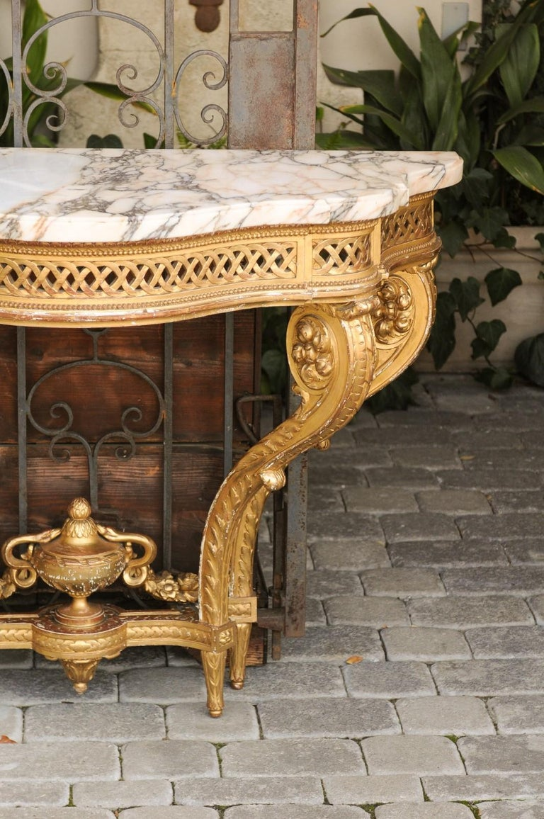 French 1820s Restauration Period Carved Giltwood Console Table with Marble Top 5