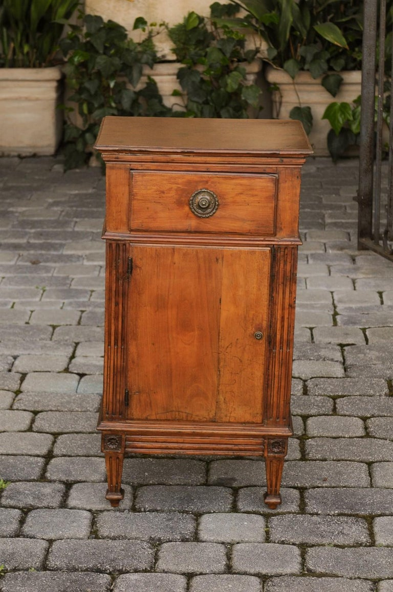72d7dc0e2b French 1840s Louis-Philippe Walnut Bedside Cabinet with Single Drawer and  Door For Sale 7