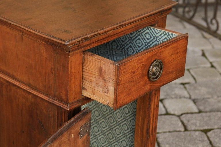 b99c7d836d French 1840s Louis-Philippe Walnut Bedside Cabinet with Single Drawer and  Door For Sale 2