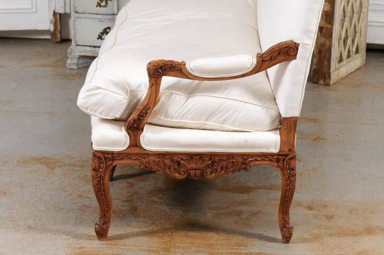 French 1850s Régence Style Three-Seat Canapé with Carved Shells and Upholstery For Sale 10