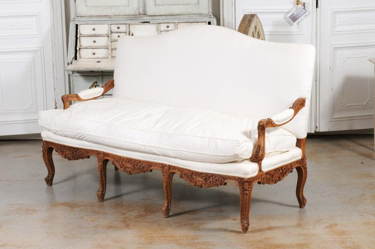 French 1850s Régence Style Three-Seat Canapé with Carved Shells and Upholstery For Sale 11