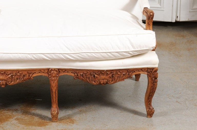 French 1850s Régence Style Three-Seat Canapé with Carved Shells and Upholstery For Sale 14