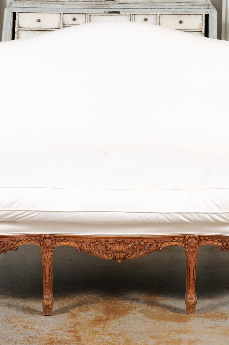 Wood French 1850s Régence Style Three-Seat Canapé with Carved Shells and Upholstery For Sale