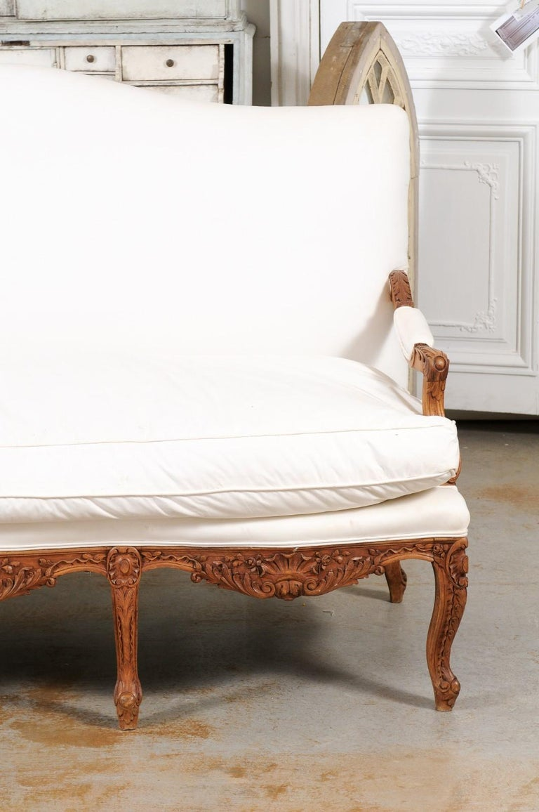 French 1850s Régence Style Three-Seat Canapé with Carved Shells and Upholstery For Sale 1