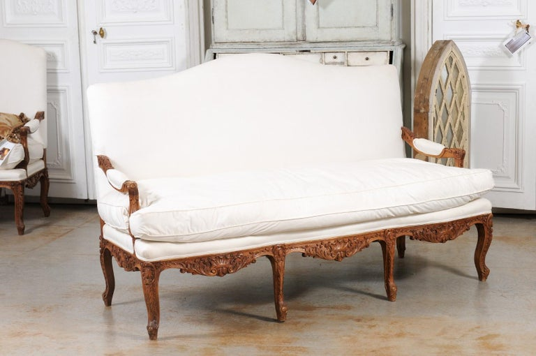 French 1850s Régence Style Three-Seat Canapé with Carved Shells and Upholstery For Sale 2