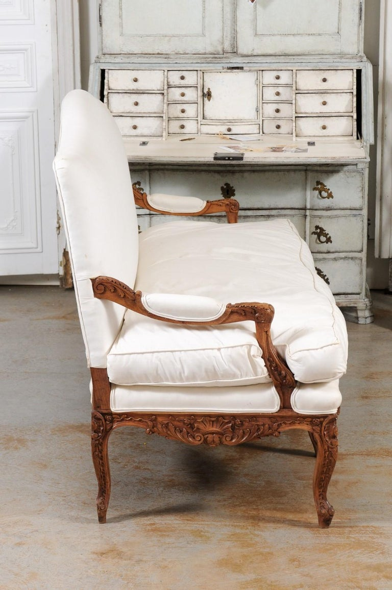 French 1850s Régence Style Three-Seat Canapé with Carved Shells and Upholstery For Sale 4