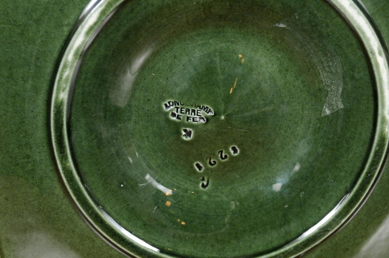 French 1890s Glazed Majolica Longchamp Terre de Fer Oyster Plate with Flower For Sale 6