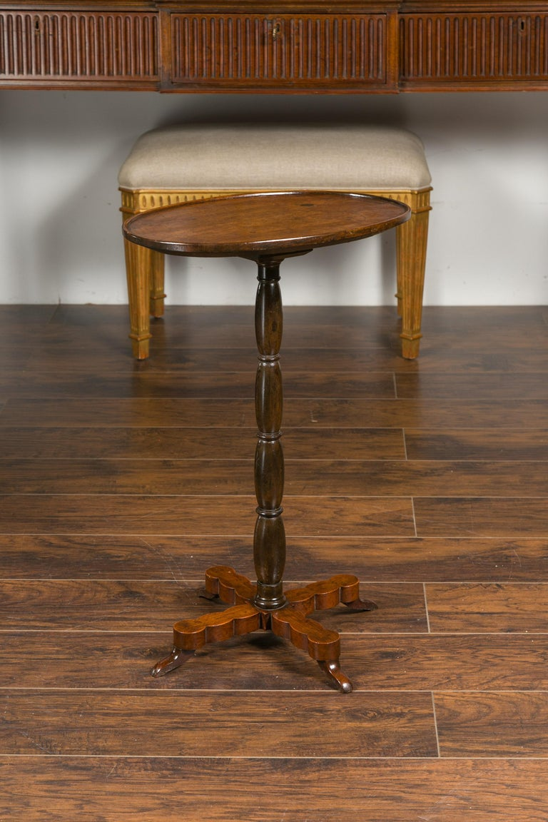 French 1890s Oval Top Walnut Guéridon Side Table with Turned Pedestal Base For Sale 4