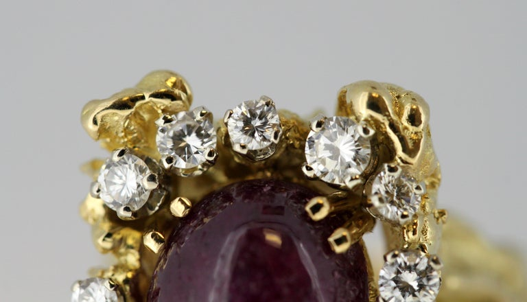 French 18 Karat Gold Ladies Ring with Natural Cabochon Ruby and Diamonds, 1940s For Sale 6