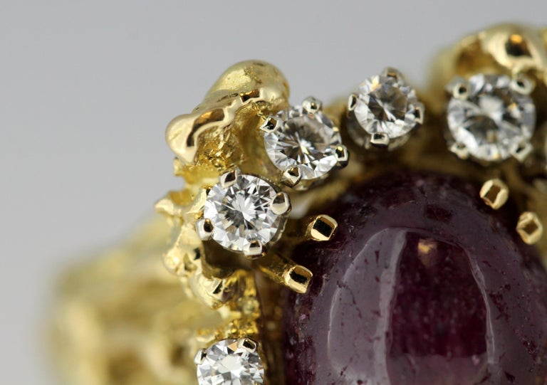 French 18 Karat Gold Ladies Ring with Natural Cabochon Ruby and Diamonds, 1940s For Sale 7