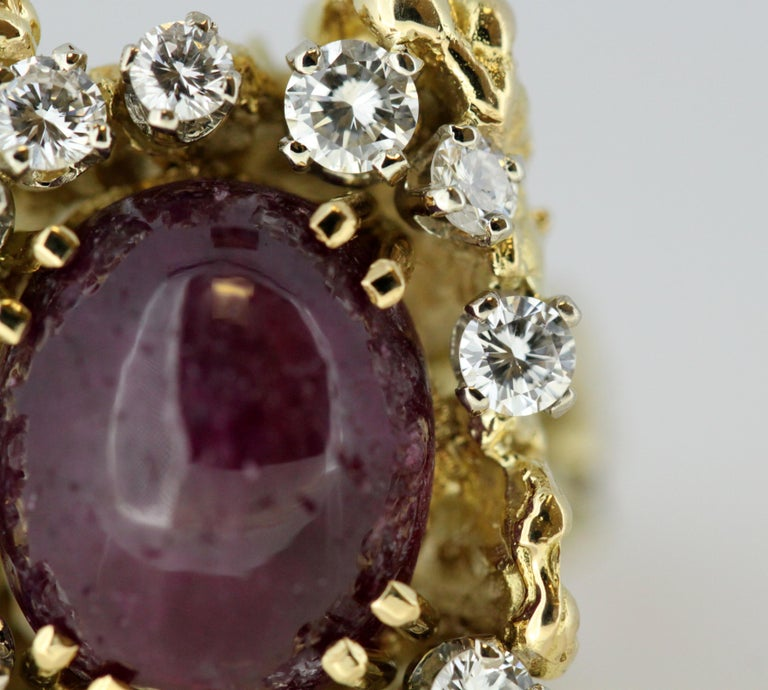 French 18 Karat Gold Ladies Ring with Natural Cabochon Ruby and Diamonds, 1940s For Sale 8