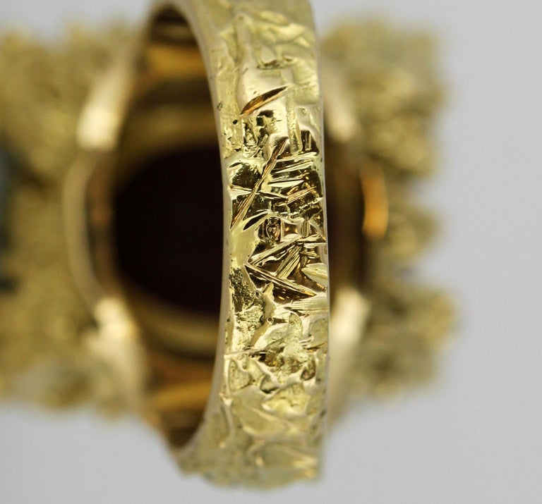 French 18 Karat Gold Ladies Ring with Natural Cabochon Ruby and Diamonds, 1940s For Sale 10