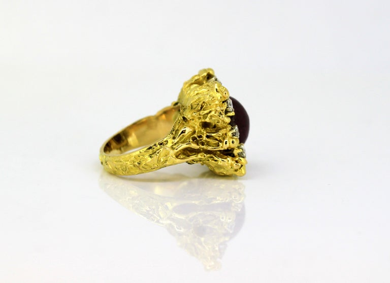 French 18 Karat Gold Ladies Ring with Natural Cabochon Ruby and Diamonds, 1940s For Sale 1