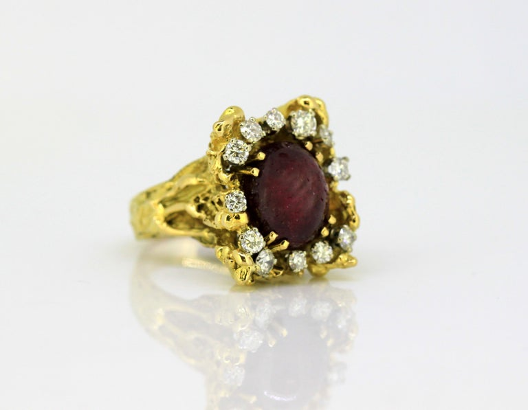 French 18 Karat Gold Ladies Ring with Natural Cabochon Ruby and Diamonds, 1940s For Sale 2