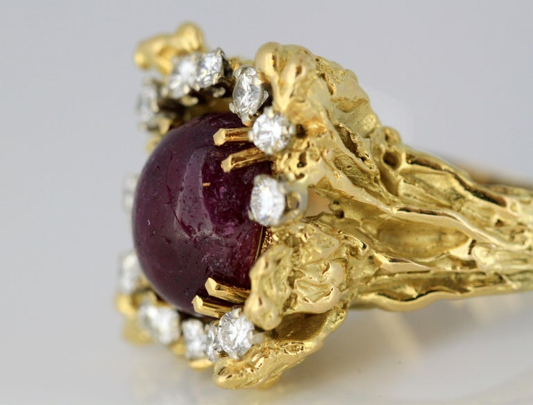 French 18 Karat Gold Ladies Ring with Natural Cabochon Ruby and Diamonds, 1940s For Sale 4