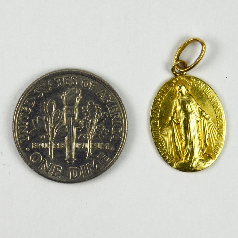 French 18 Karat Yellow Gold Virgin Mary Miraculous Medal Charm Pendant For Sale 2