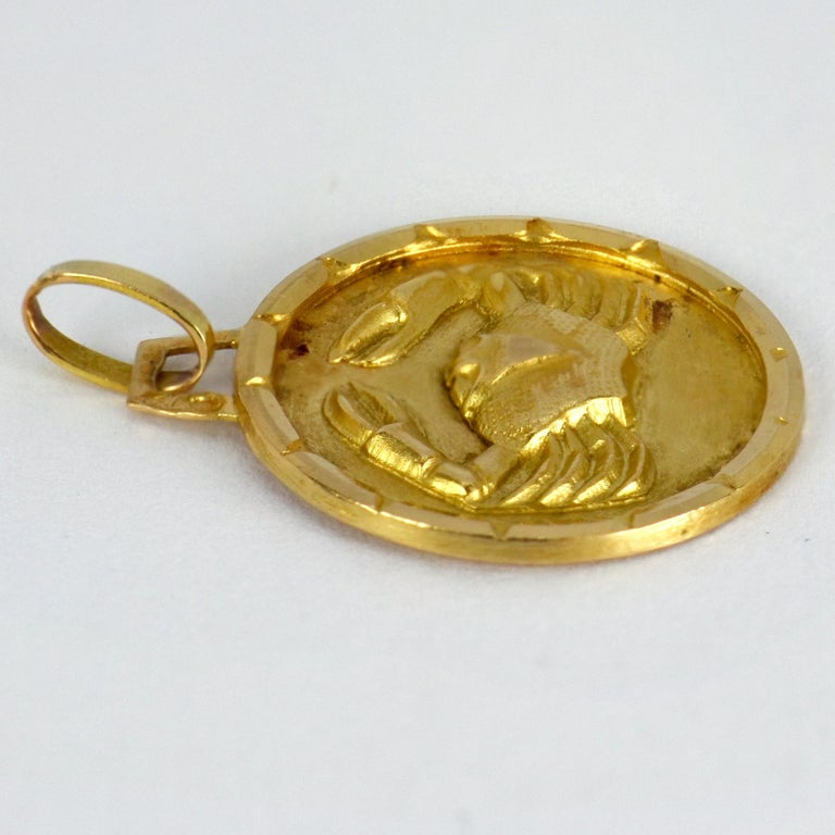 French 18 Karat Yellow Gold Zodiac Cancer Crab Charm Pendant In Good Condition For Sale In London, GB