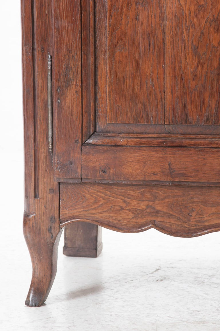 French 18th Century Carved Oak Buffet In Good Condition For Sale In Baton Rouge, LA