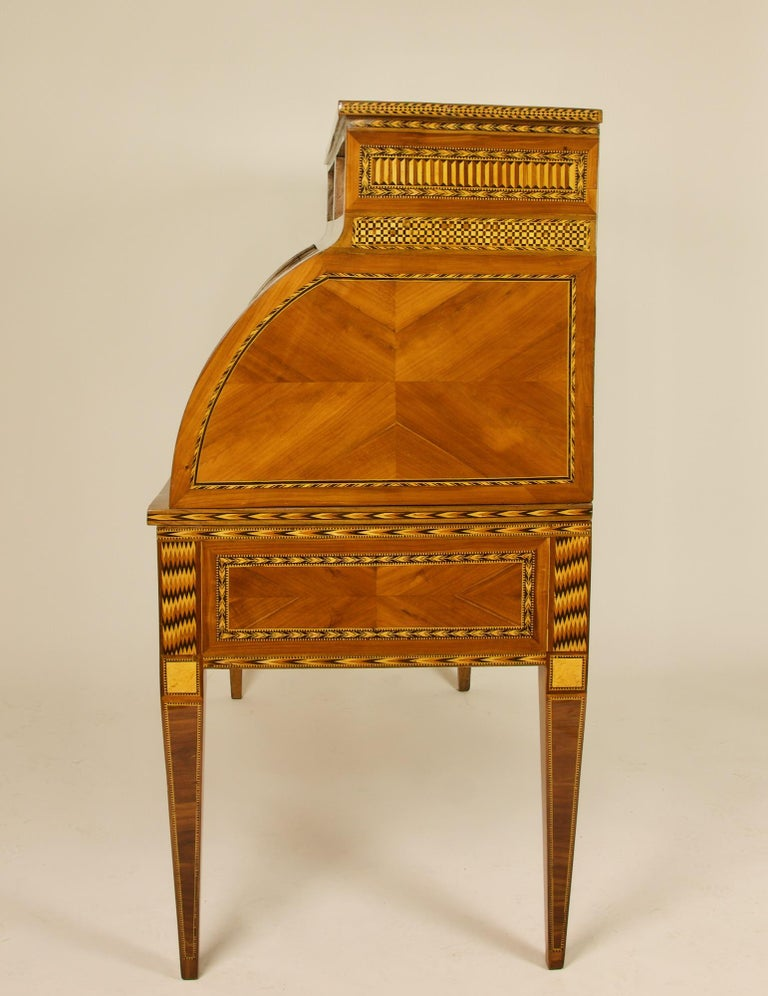 French 18th Century Large Louis XVI Marquetry Desk or Bureau à Cylindre For Sale 5