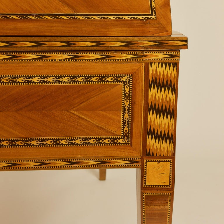 French 18th Century Large Louis XVI Marquetry Desk or Bureau à Cylindre For Sale 6