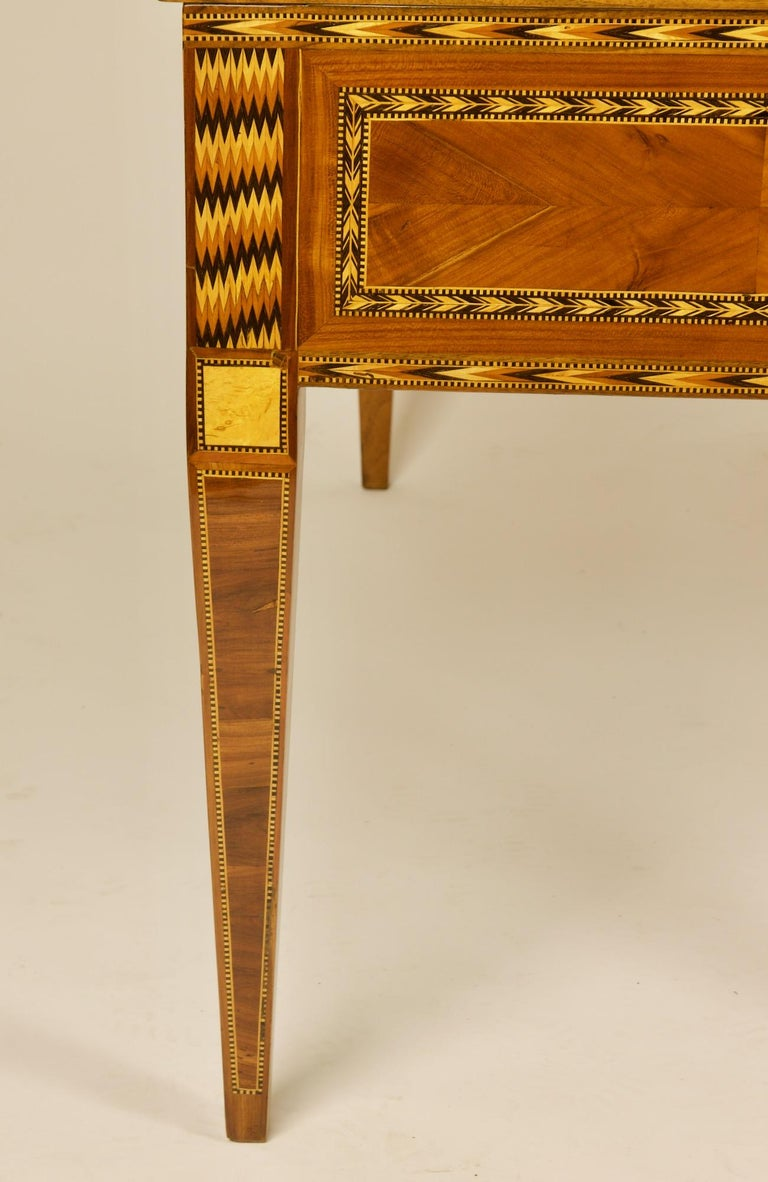 French 18th Century Large Louis XVI Marquetry Desk or Bureau à Cylindre For Sale 7
