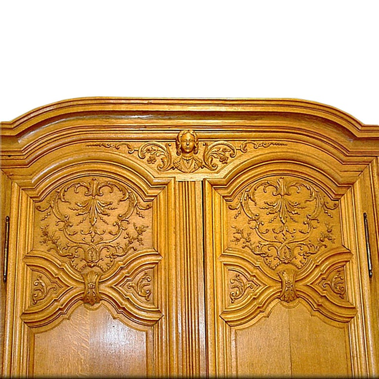 French 18th Century Louis XIV Period Two Door Oak Armoire In Excellent Condition For Sale In West Palm Beach, FL