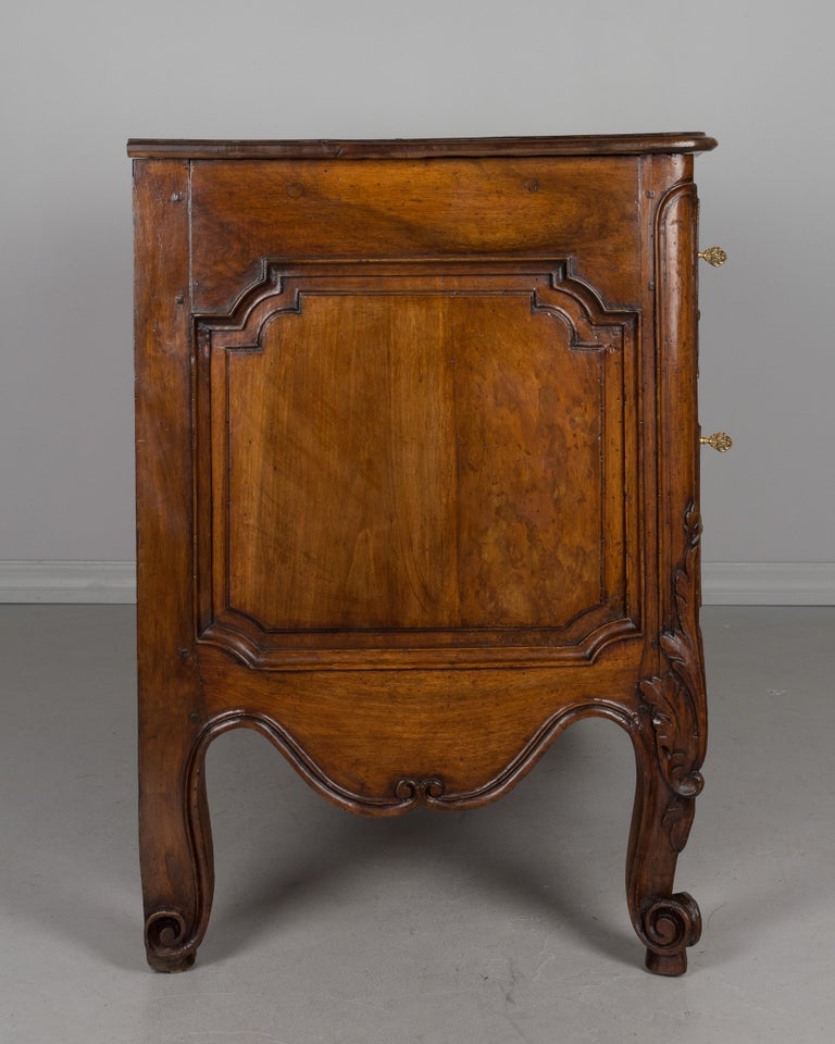 French 18th Century Louis XV Period Commode or Chest of Drawers In Good Condition For Sale In Winter Park, FL