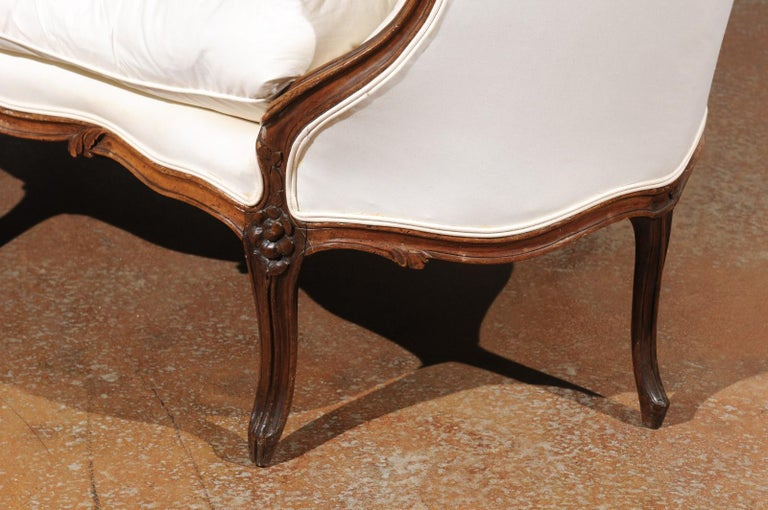French 18th Century Louis XV Period Walnut Canapé from Lyon with Wraparound Back For Sale 5
