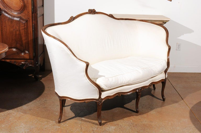 French 18th Century Louis XV Period Walnut Canapé from Lyon with Wraparound Back For Sale 1