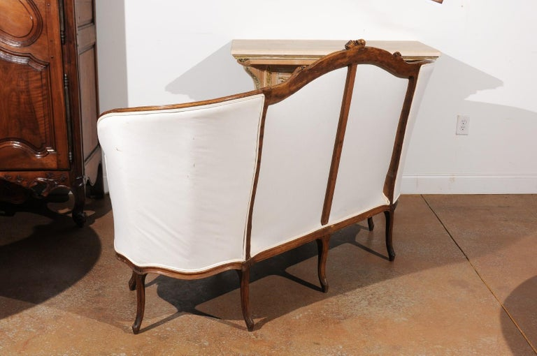 French 18th Century Louis XV Period Walnut Canapé from Lyon with Wraparound Back For Sale 3