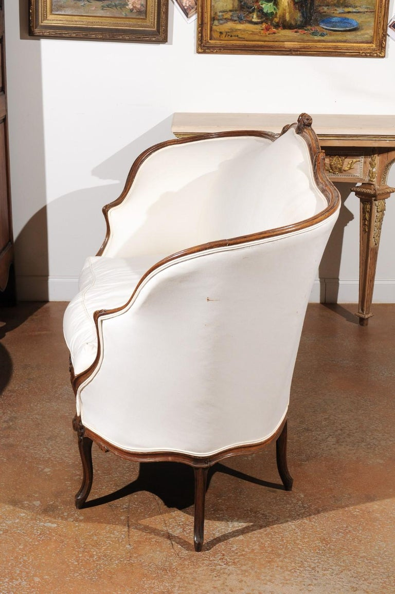 French 18th Century Louis XV Period Walnut Canapé from Lyon with Wraparound Back For Sale 4