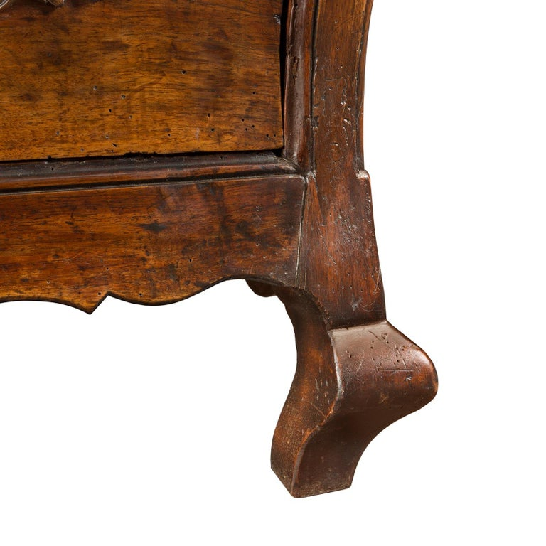 French 18th Century Louis XV Period Walnut Commode Bordelaise For Sale 1