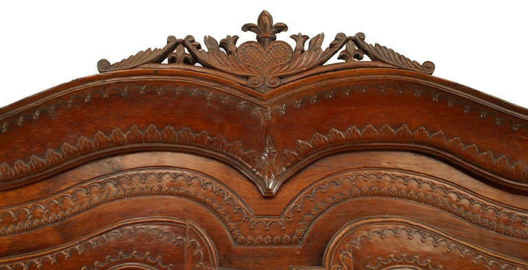 French 18th Century Provincial Walnut Armoire In Good Condition For Sale In New York, NY