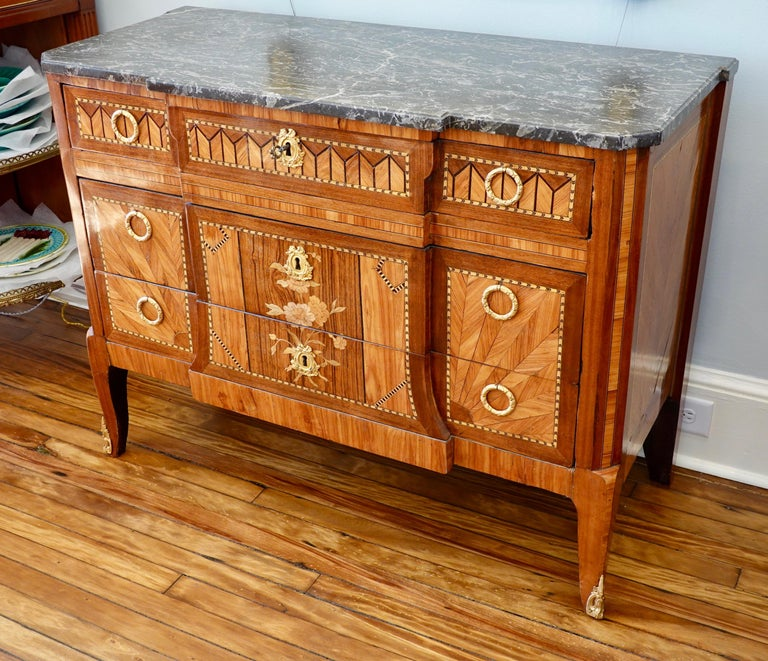 French 18th Century Transitional Marquetry Commode In Good Condition For Sale In Charleston, SC