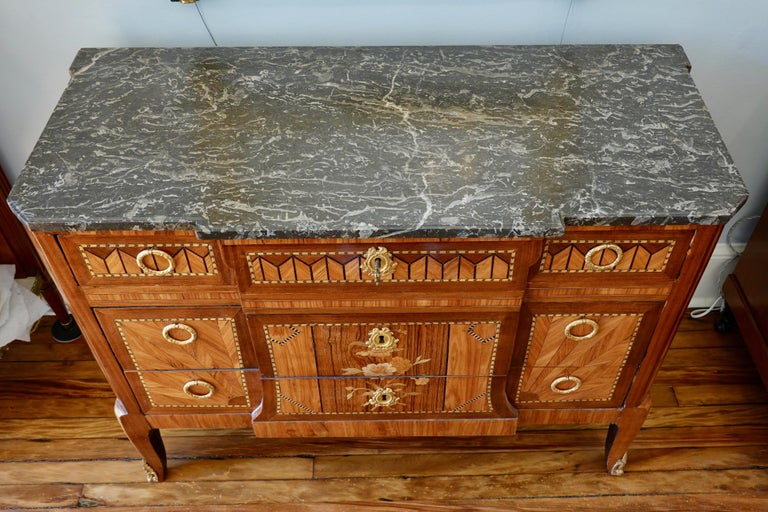 French 18th Century Transitional Marquetry Commode For Sale 3