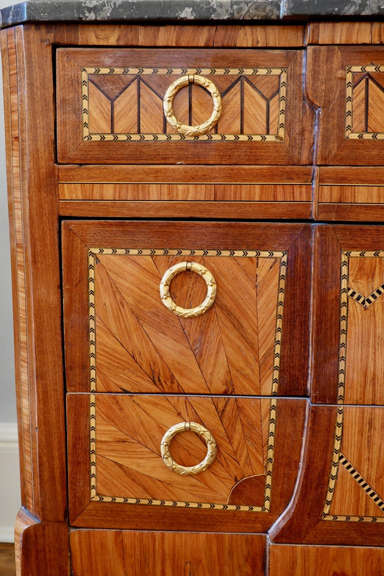 French 18th Century Transitional Marquetry Commode For Sale 4