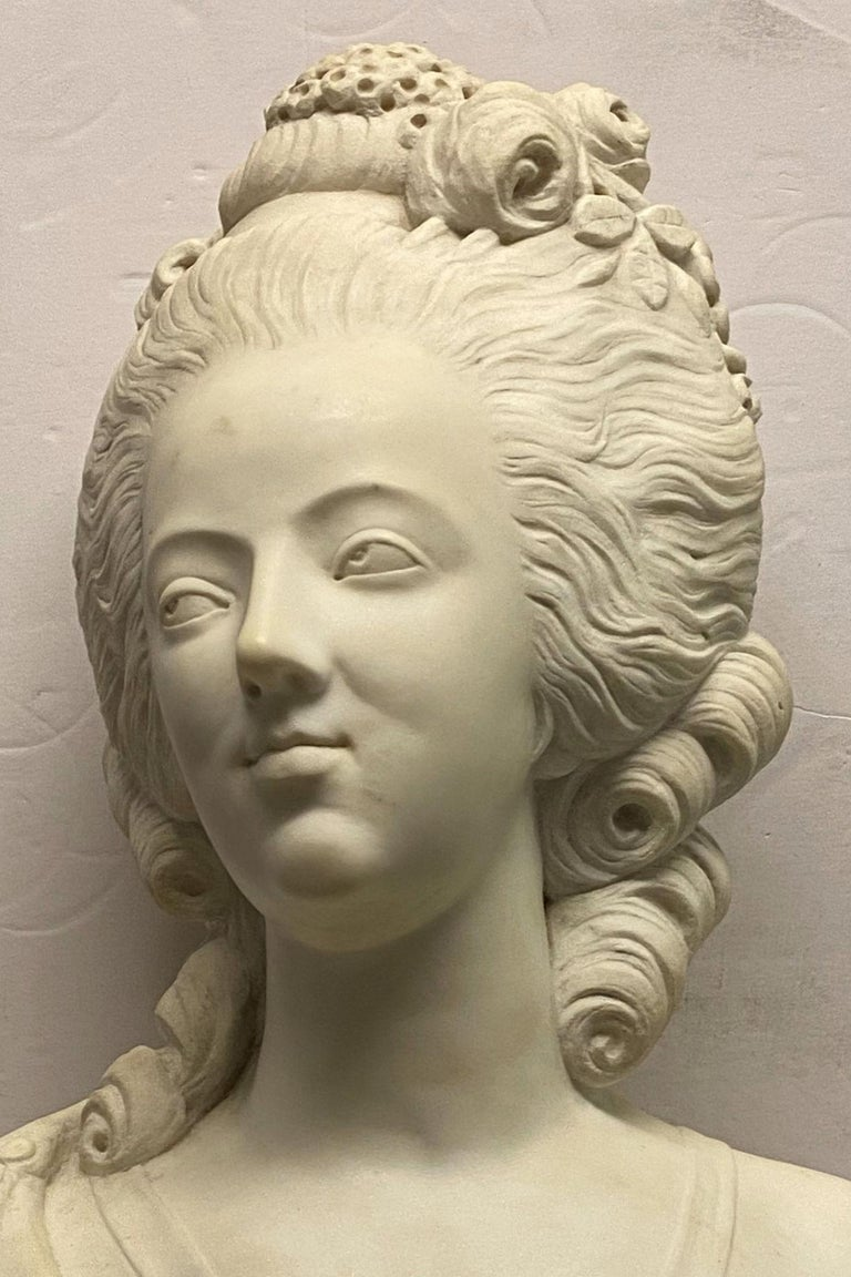 French 19th Century Marie Antoinette Marble Bust In Good Condition For Sale In New York, NY