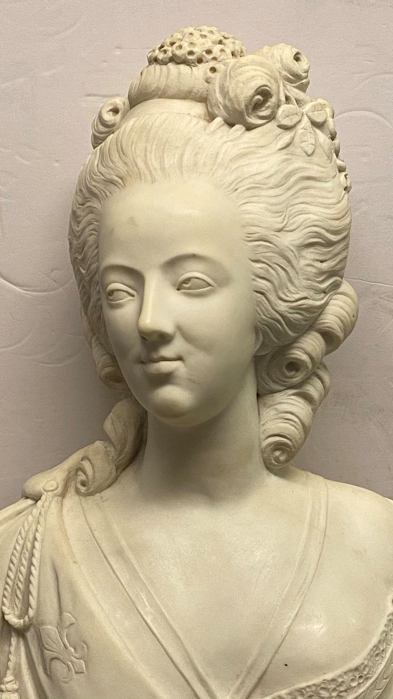 French 19th Century Marie Antoinette Marble Bust For Sale 1