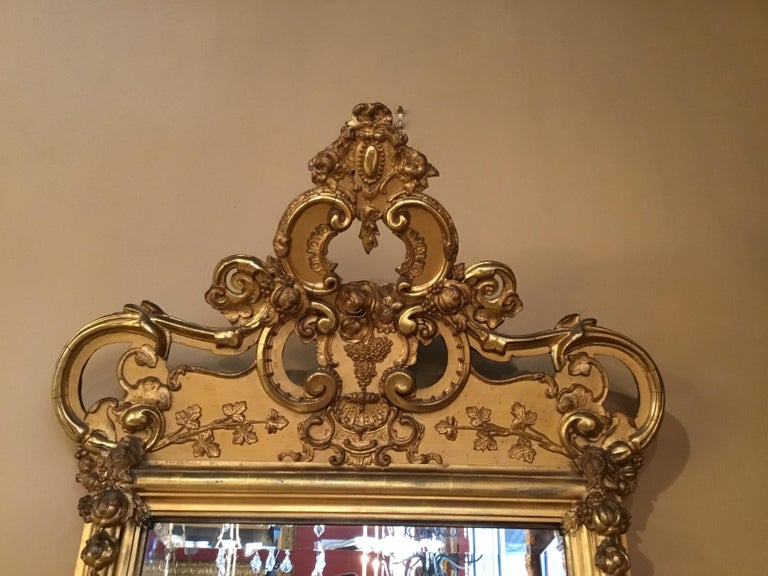 French 19th Century Giltwood Framed Mirror with Beveled Plate In Good Condition For Sale In Houston, TX