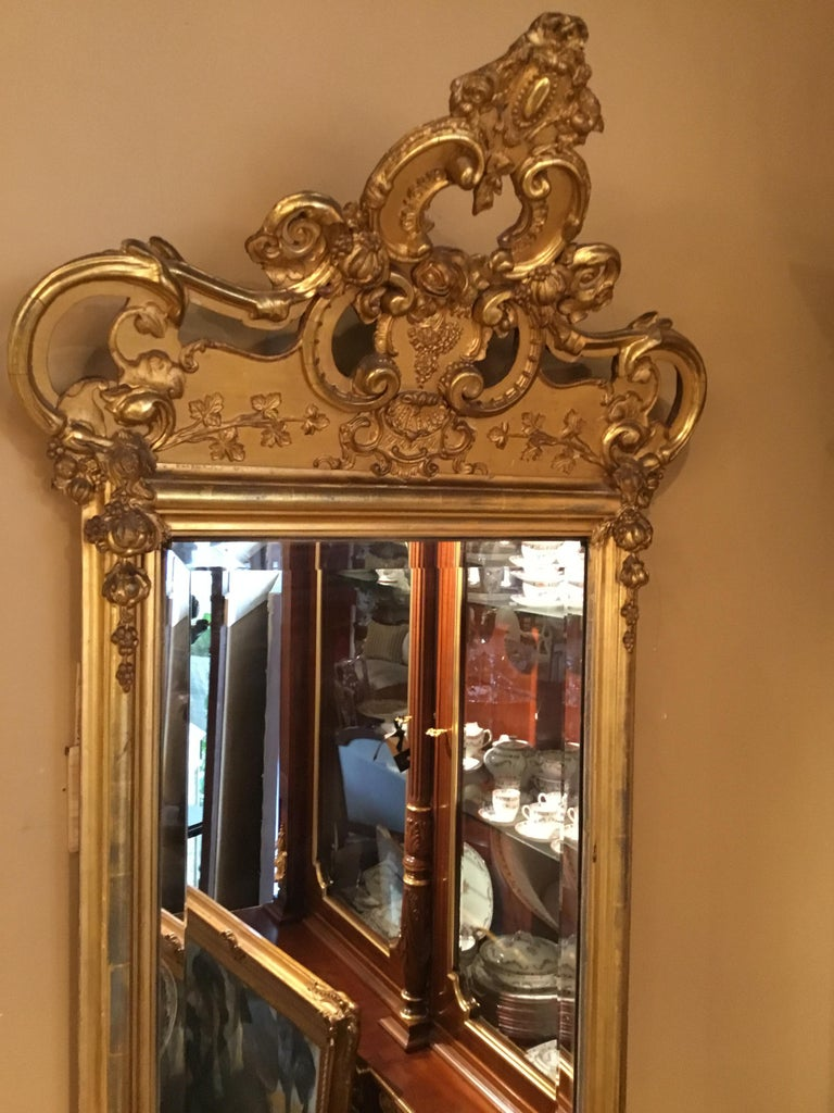 French 19th Century Giltwood Framed Mirror with Beveled Plate For Sale 1