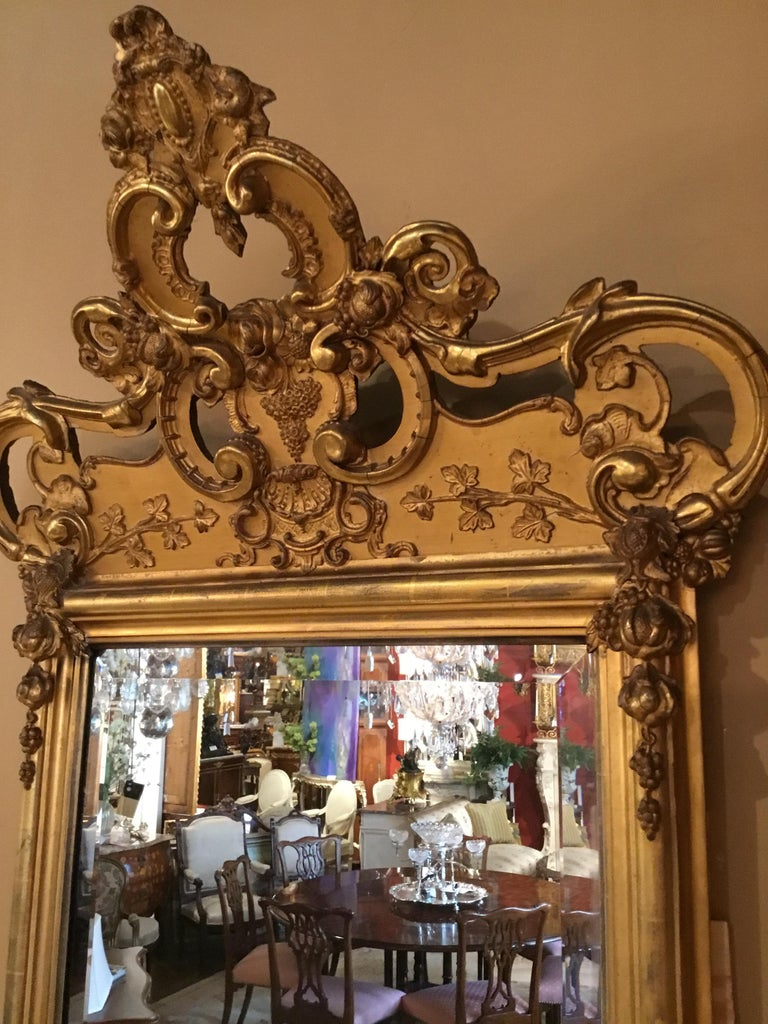French 19th Century Giltwood Framed Mirror with Beveled Plate For Sale 2