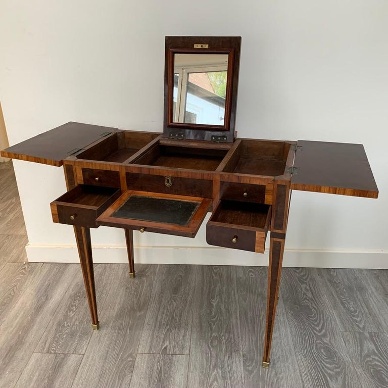 French 1900s Mahogany and Tulipwood Vanity Table with Hinged Top Mirror For Sale 5
